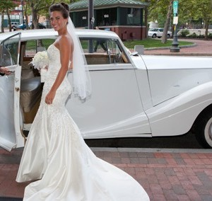 white vintage Rolls-Royce wedding car for hire in Sydney