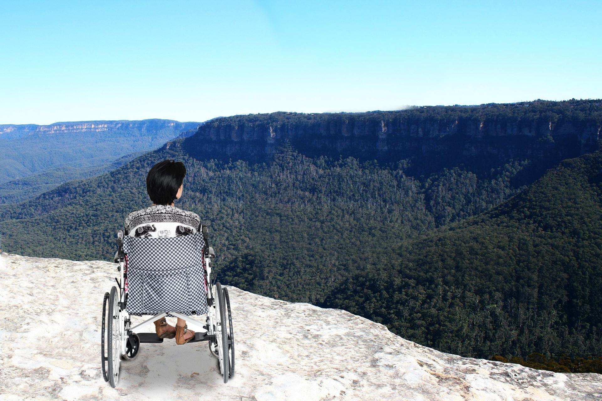 wheelchait traveller in blue mountains